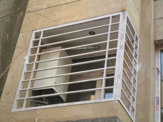 نرده پنجره سفید کوره ای