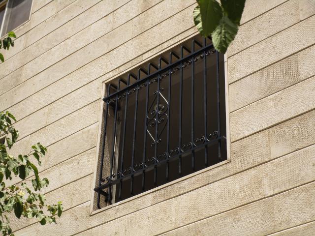 نرده پنجره مشکی کوره ای