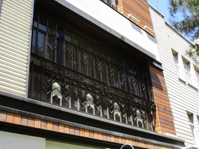 حفاظ پنجره قهوه ای