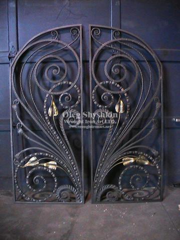 درب فلزی با طرح قرینه