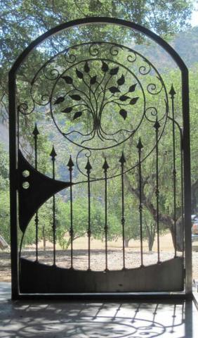 درب فلزی با طرح نیزه ای